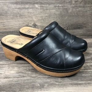Clarks Preslet Sheen Black Leather Cushion Clogs
